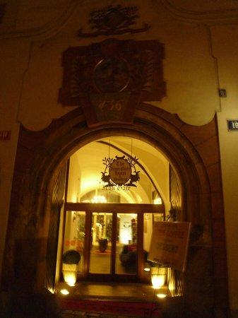 Iron Gate Hotel & Suites: l'entrée de l'hôtel