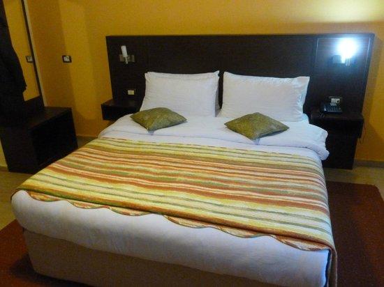 City Hotel Tirana: Zimmer