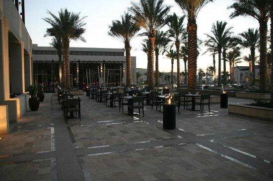 Park Hyatt Abu Dhabi Hotel & Villas: Outdoor dining at the Park Grille