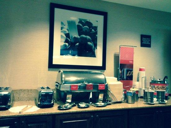 Hampton Inn West Springfield: Breakfast room