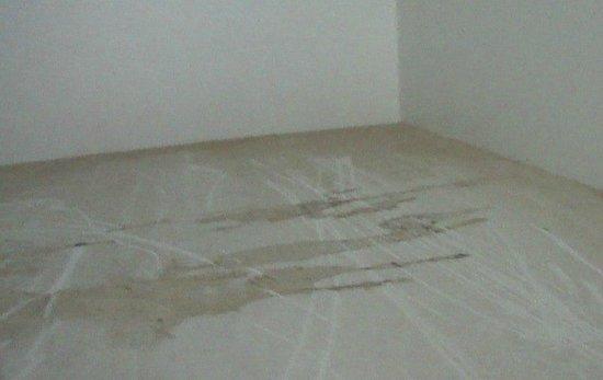 Paraiso del Sol Apartments: Fond des armoires pas nettoyé...