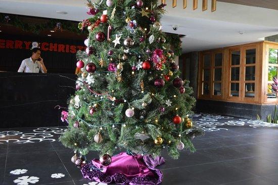 Fontana Hotel Bali: Xmas Tree at Recepton