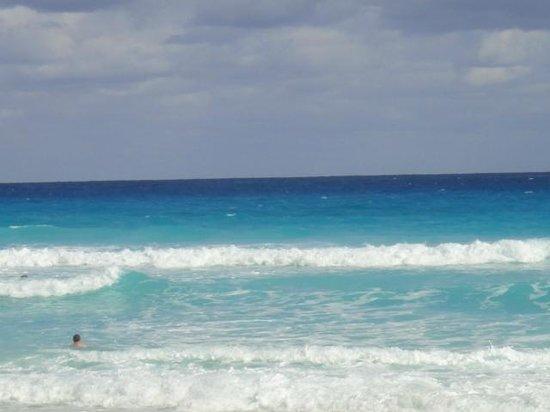 ME Cancun: Praia na frente do hotel