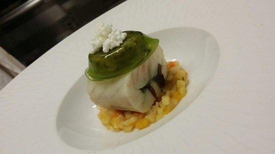 Le Relais de Bonnezeaux : Turbot aux algues avec son bouillont thay , légumes, raviole de choux en gelée et caviar d ' oeu