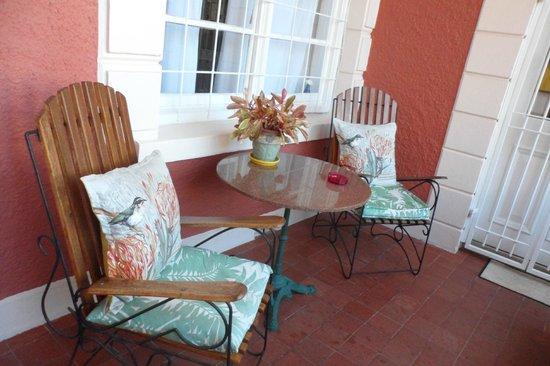 The Villa Rosa: Veranda