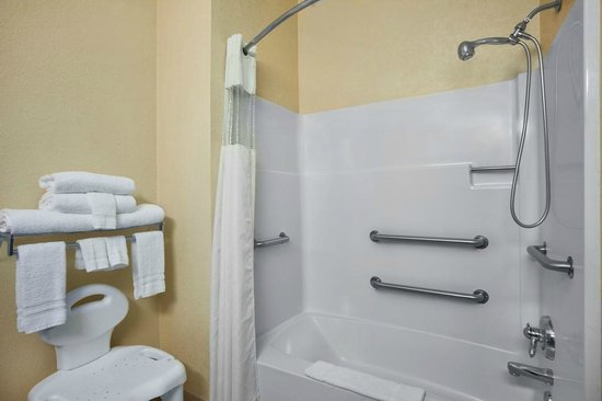 Days Inn & Suites Benton Harbor MI: Bathroom