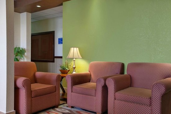 Days Inn & Suites Benton Harbor MI: Lobby