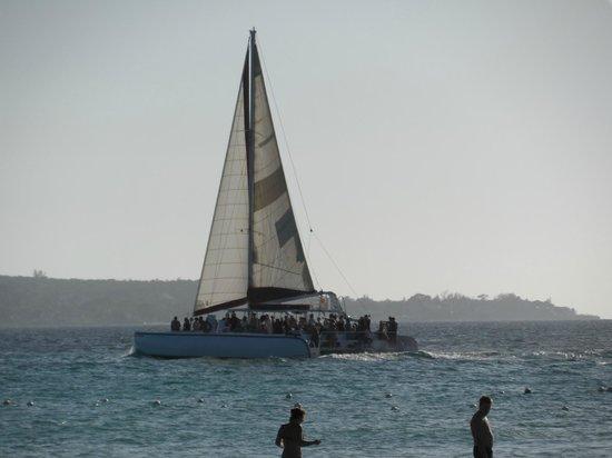Couples Swept Away : Catamaran aka booze cruise
