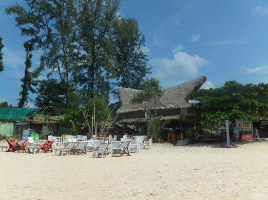Khlong Dao Beach: beachbar on khlong dao