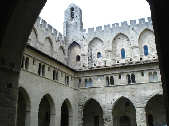 Palais des Papes : Pope's Palace courtyard