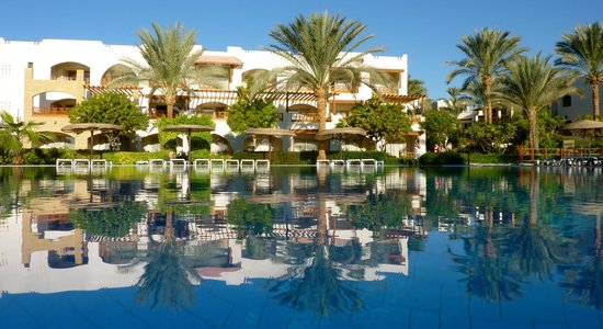 Royal Grand Sharm Hotel : View of the room from the pool