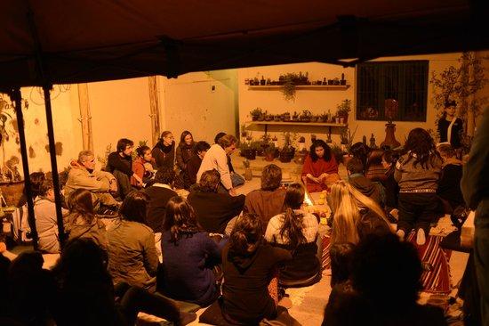 Museo de Plantas Sagradas, Magicas y Medicinales: Ceremonia de Fuego en el patio del museo durante el Primer Simposio de Anadenanthera, Noviembre