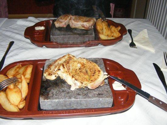 The Imperator: Куринвя грудка и свиная вырезка на камне