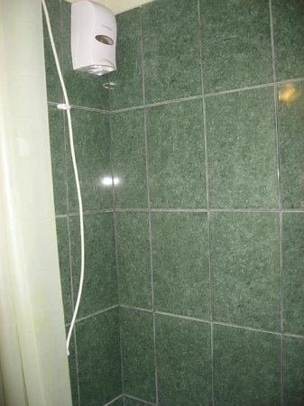 Royal Marinas Hostal: Shower