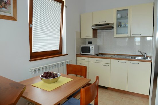 Apartments Nina: fully equipped kitchenette