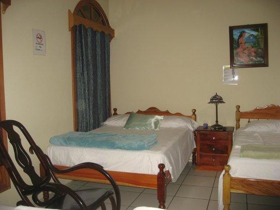 Royal Marinas Hostal: Bedroom