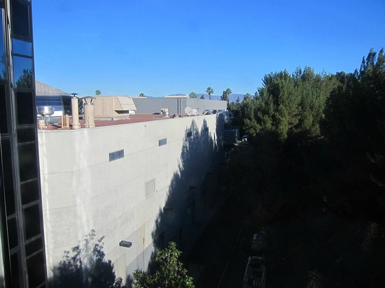 Hilton Los Angeles/Universal City: View from the 5th floor