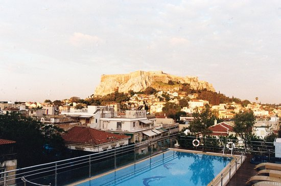 Electra Palace Athens: Acropolis view from the hotel roof pool deck