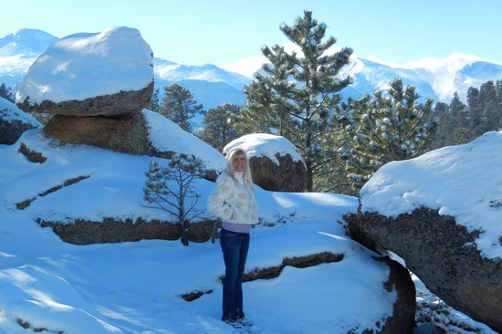 Black Canyon Inn: Went and played in the snow