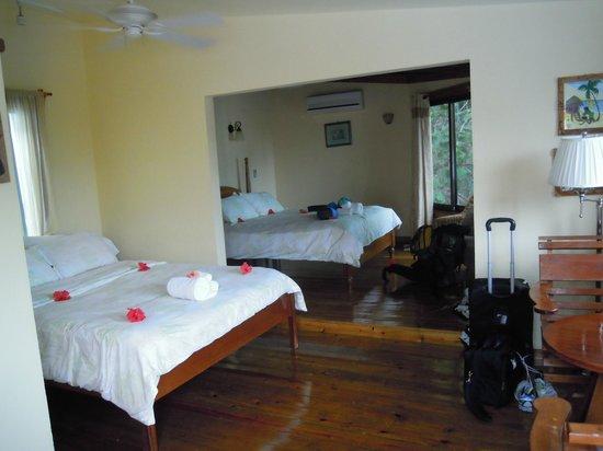 Maya Beach Hotel: Second floor room (two beds)