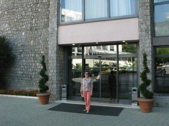 Iberostar Bellevue: Вход в отель