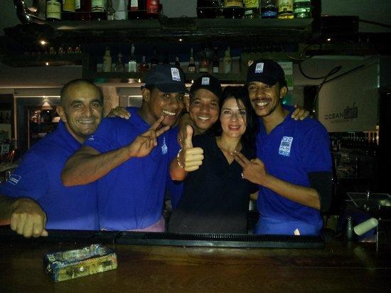 Ocean Cafe: dietro al banco a fare cocktail