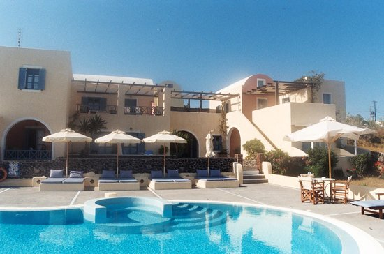 Anemoessa Villa: Aparthotel and pool terrace