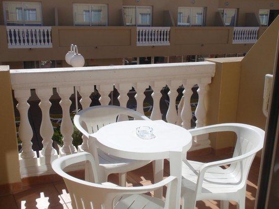Hotel RH Casablanca & Suites: Terraza en la habitación