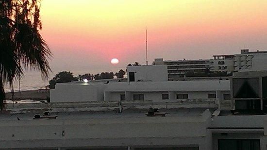 Cypria Maris Beach Hotel & Spa : Sunset from room 3rd floor