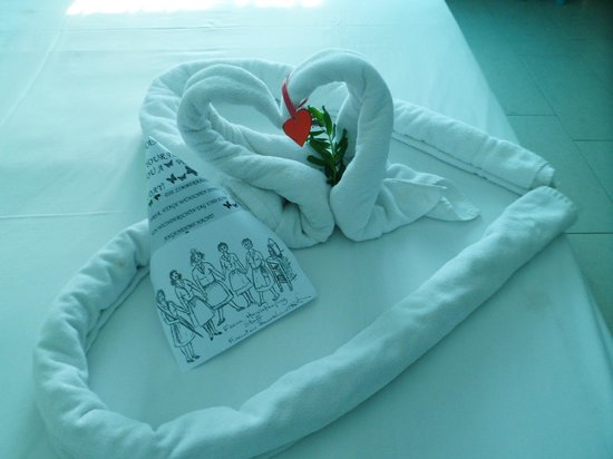 Cypria Maris Beach Hotel & Spa : Towel arrangement