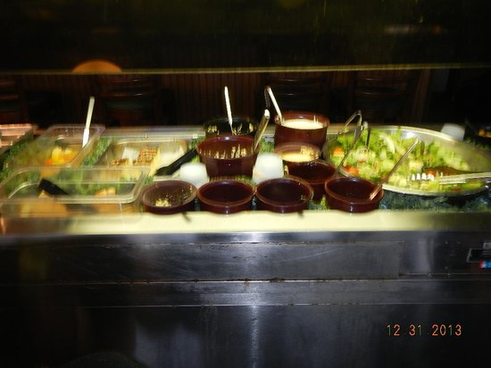 Rusty's Seafood and Oyster Bar: lunch buffet cold table