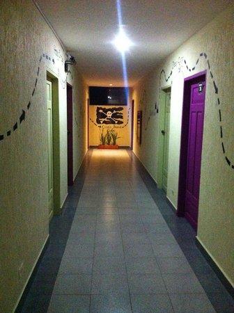 El Viajero San Andres Hostel & Suites: Hostel todo decorado
