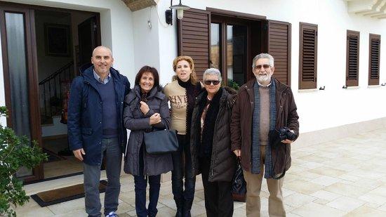 Tenuta Ferraro-Agriturismo: davanti alla tenuta