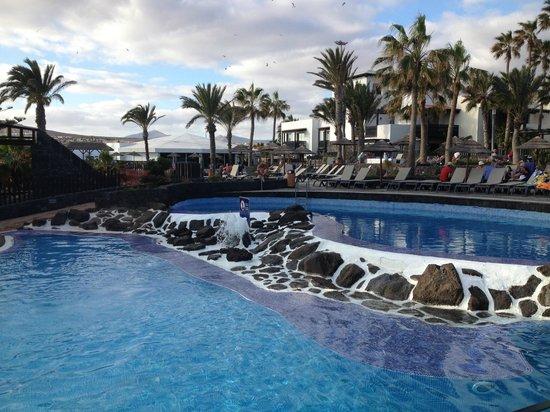 Barcelo Castillo Beach Resort : la piscine principale (non chaufée)