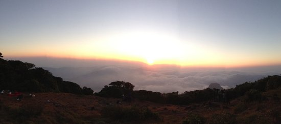 Somvarpet, Indien: Sunrise at the peak