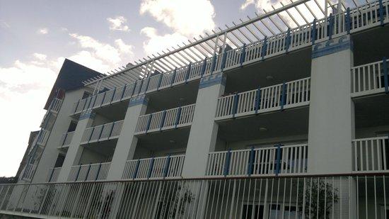 Pierre & Vacances Résidence Premium Le Coteau et la Mer : l'immeuble