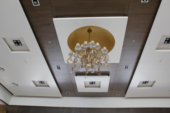 Fortune JP Palace: the lobby's ceiling