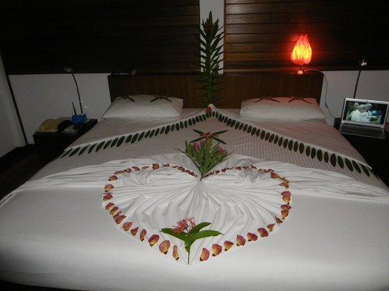 Cinnamon Hakuraa Huraa Maldives: Decorated bed