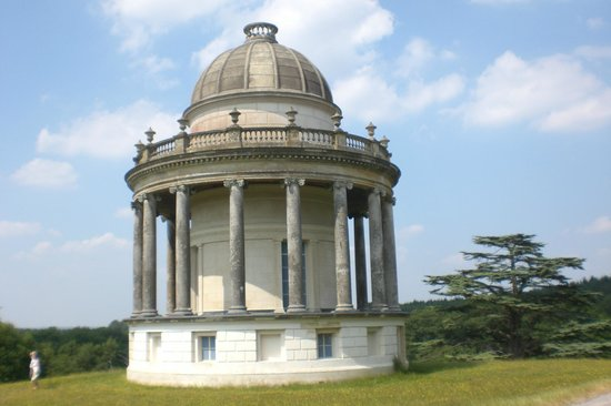 Highclere Castle: Rotunda on the exit road