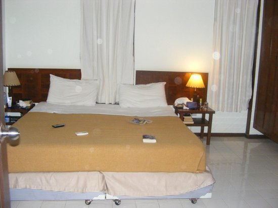 Baan Chaba Bungalows: chambre a coucher