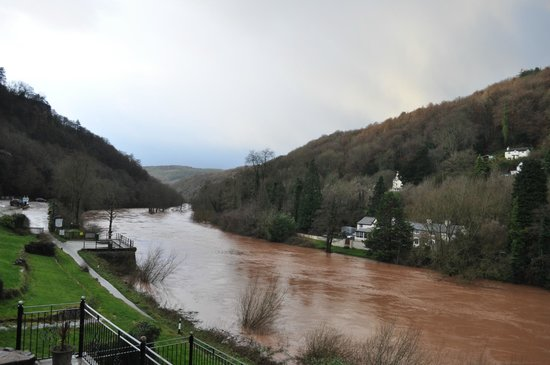 Forest View Guest House: River Wye (on a bad day)