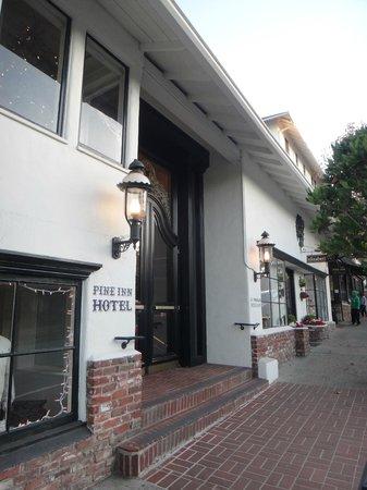 Pine Inn: Entrance