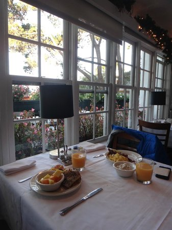 Pine Inn: Breakfast at Il Fornario next door