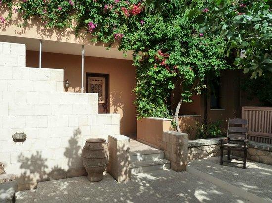 Hotel Rastoni : Cour d'entrée sur l'hôtel et accès aux chambres autre vue