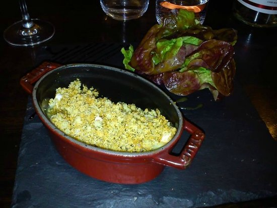 Hue Cocotte : tian de poire cuite et chèvre, miel et crumble de parmesan