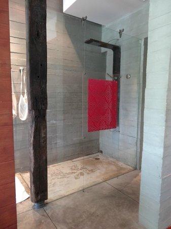 Indigo Pearl: Begehbare Dusche