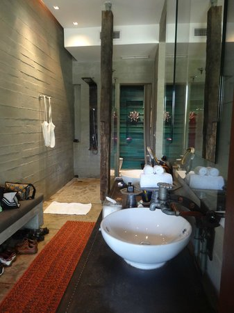 Indigo Pearl: Begehbare Dusche / WC-Bereich (grün)