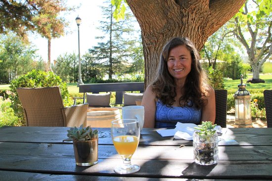 Park Winters: Outdoor dining during the warm days