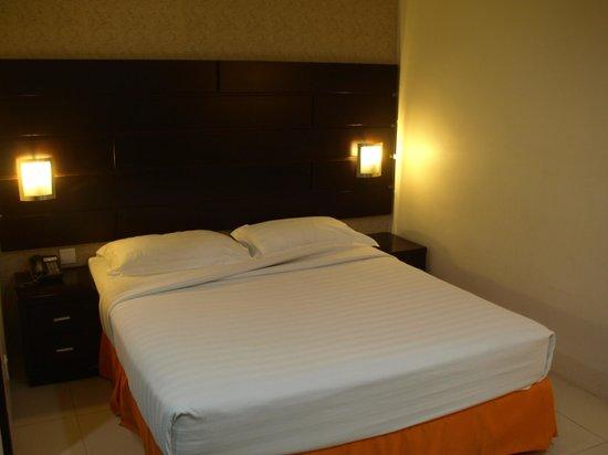Santa Grand Hotel Bugis: The bed