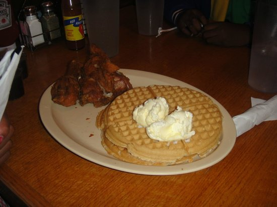 Roscoe's House of Chicken & Waffles: Signature chicken & waffles